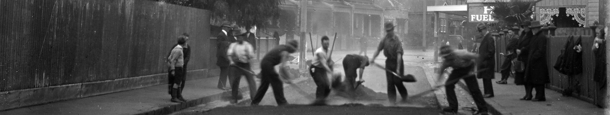 Street resurfacing, Melbourne c. 1930, Philip E. Windmiller Ettelson (photographer), State Library of Victoria.
